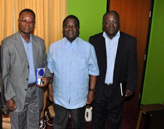 Aka Sayet Lazare (le nouveau DG) et Brou Aka Pascal (l'ancien) en compagnie du Président BEDIE