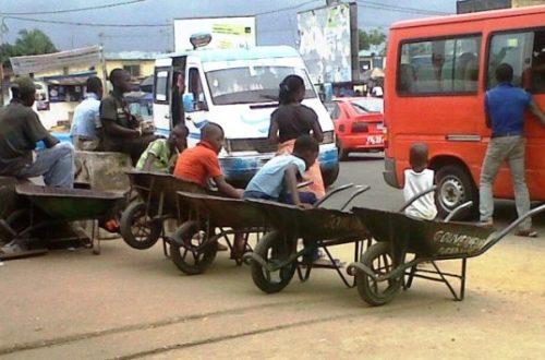 Article : Un jour dans l'univers des petits porte-faix d'Abidjan !