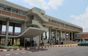 présidence de l'université Félix Houphouët-Boigny à Abidjan (Côte d'Ivoire), par Serein (Wikimedia Commons)