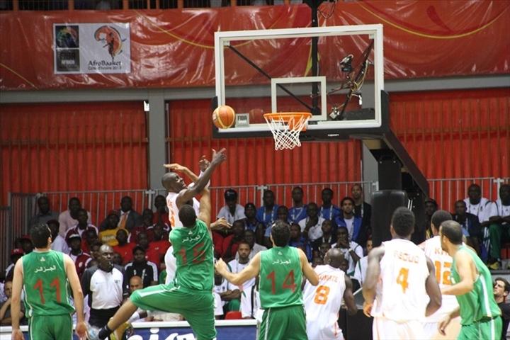Moment de lutte en raquette lors du face à face Côte d'Ivoire - Algérie
