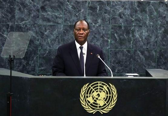 L'homme aux solutions aux pupitre de l'ONU