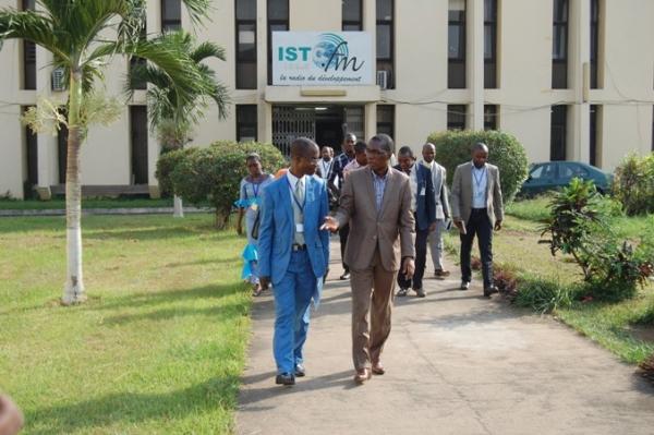 La Direction de l'ISTC et la délégation de la HACA lors de la visite