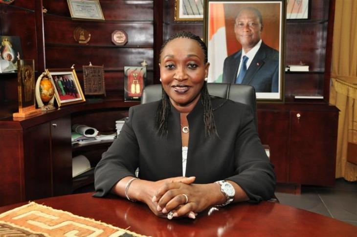 Raymonde Goudou Coffie le ministre de la santé annonce une offensive contre le cancer du col de l'utérus