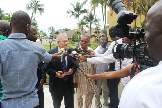 Terence Mc Culley l'Ambassadeur des USA à Abidjan face aux journalistes