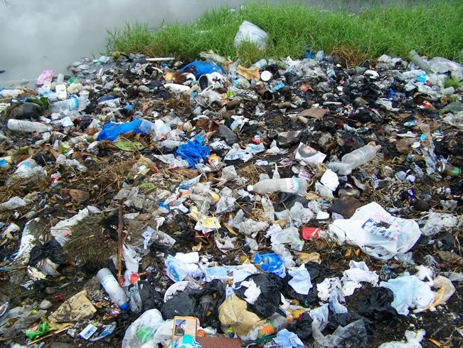 Les sachets et sacs plastiques sont l'une des premières sources de pollution en Côte d'Ivoire