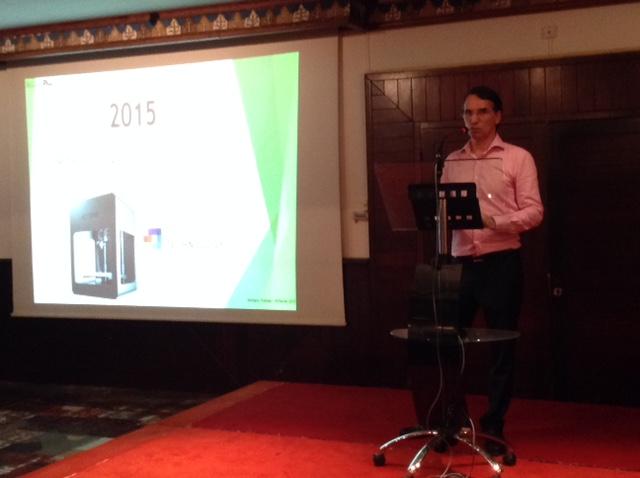 Thierry Durantet de MICROPRO présente l'imprimante Most Fun 3D au public
