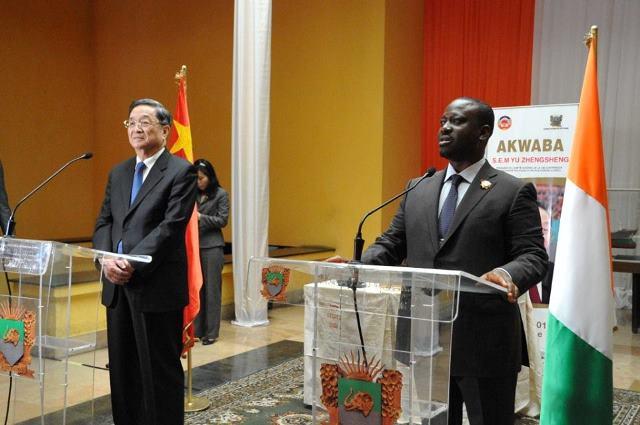 Le Président de l'Assemblée Nationale de Côte d'Ivoire, Guillaume Soro et le président du sénat chinois Yu Zhengsheng