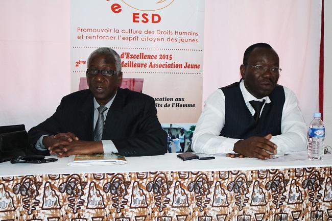Professeur Martin Bléou et Docteur Kouao Geoffroy Julien face aux jeunes activistes